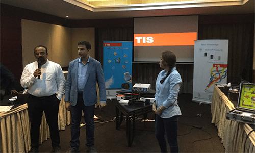 Buổi đào tạo kỹ thuật cho Tis Smarthome Việt Nam