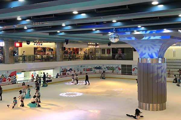 Sân trượt băng bên trong Landmark 81